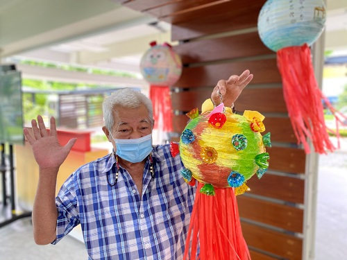 Residents add cheer to Mid-Autumn Festival Celebration