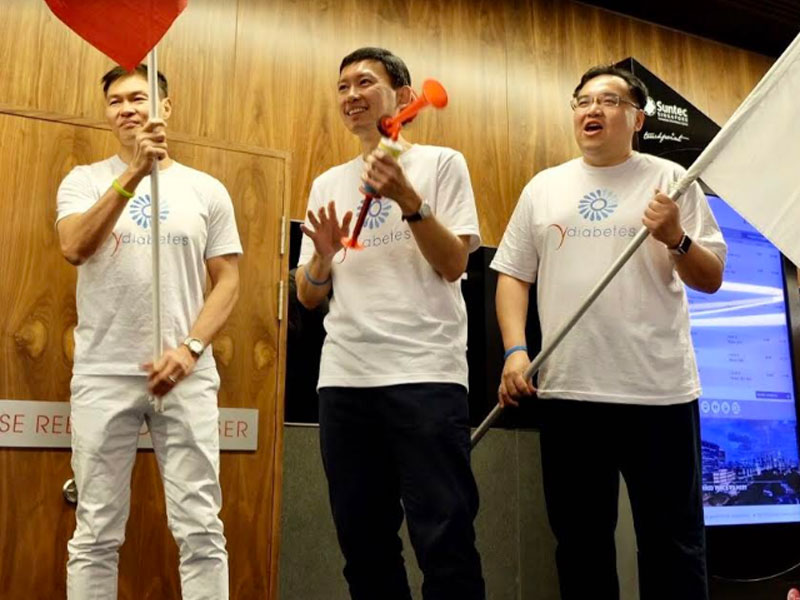 Minister of State for Communication & Information and Health, Mr Chee Hong Tat, launching Y Diabetes with TOUCH Community Services' Chief Executive Officer, Mr James Tan (left) and Tan Tock Seng Hospital's Chief Executive Officer, Dr Eugene Soh.